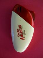 Briquet Rouge Golden American Classic Red Lighter Vintage Original Vintage Fine Port Inclus Pour Europe Prioritaire - Other