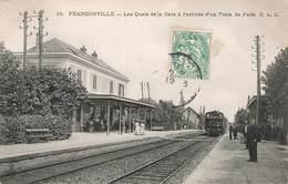 95 Franconville Les Quais De La Gare à L' Arrivée D'un Train De Paris Locomotive Cpa Carte Animée - Franconville