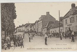 Molliens-Vidame  80   La Place Du Marché Tres Tres Animée-Jeu De Ballon Devant Le Café - Other Municipalities