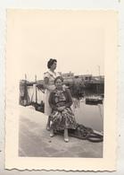 Oostende - Haven - Vrouwen - Te Situeren - Foto 7 X 10 Cm - Personnes Anonymes