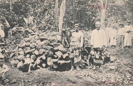 """TAHITI Un Umuti (four Pour La Cuisson Des Racines De """"Ti"""")Le Bucher Recouvert De Pierres La Veille Dela Cérémonie RARE - Tahiti"""