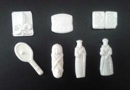 Lot De 7 Fèves Blanches En Plastique Différentes - Antiguos