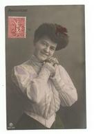 FEMMES - FRAU - LADY - Jolie Carte Fantaisie Jeune Femme AMOUREUSE - Women