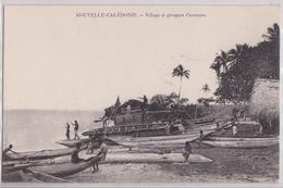 Nouvelle-Calédonie - Village Et Pirogues Canaques - Nouvelle Calédonie