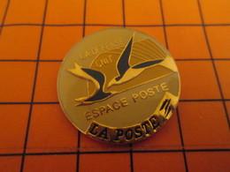 919 Pin's Pins / Belle Qualité Et Rare / THEME POSTES : ESPACE POSTE OISEAU LA DEFENSE CNIT - Postes