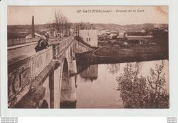 C.P.A  DE  ST- GAULTIER (INDRE) --- AVENUE  DE LA GARE - Francia