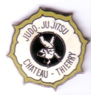 C78 Pin's JUDO JU JITSU CHATEAU THIERRY MARNE Qualité EGF Achat Immédiat - Judo