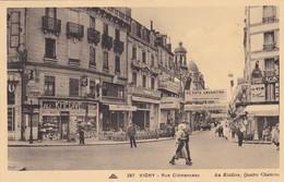 03. VICHY. RARETÉ. RUE GEORGES CLEMENCEAU..AU  KHÉDIVE.  ANIMATION  ANNÉE 1936. + TEXTE - Vichy