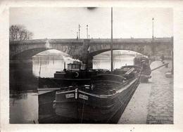 """Photo Originale Péniche """" Roland """" & Remorqueur Sous Les Ponts De Paris Vers 1940 - Boats"""