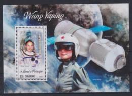 J743. Sao Tome And Principe - MNH - 2013 - Space - Wang Yaping - Bl. - Space