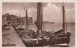 LE TREPORT Les Quais Du Port De Pêche ( Bateaux ) ( Cap 52 ) - Le Treport