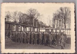 PHOTO  9 X 6 PRISONNIER STALAG 16  GEPRUFT  CAMP DE PRISONNIERS OFFICIER ALLEMAND AU  RASSEMBLEMENT - War, Military