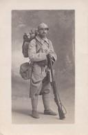 CARTE PHOTO PORTRAIT D' UN POILU AVEC SON FUSIL LEBEL ET SON PAQUETAGE 223e REGIMENT - Oorlog 1914-18