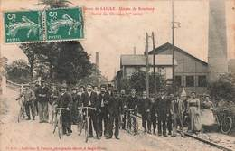 61 Rai Usines De Boisthorel Usine Sortie Des Ouvriers Cpa Carte Animée Cachet 1910 Environs De L'aigle - Otros Municipios