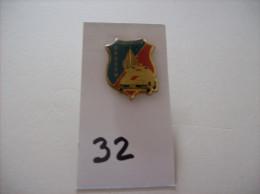 "PIN'S - BOUSSU "" GENDARMERIE ""  - Voir Photo ( 27 ) - Villes"