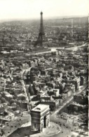 PARIS  Vue Aérienne L'Arc De Triomphe De L'Etoile Et La Tour Eiffel  Pilote Et Operateur R Henrard RV - Mehransichten, Panoramakarten