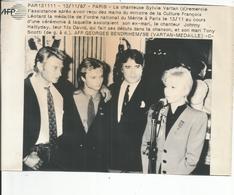 TELEX AFP   JOHNNY HALLYDAY ET SYLVIE VARTAN  ; DAVID ET SERGE LAMA (medaille Du Merite Pour Sylvie) 13/ 11 / 1987 - Célébrités