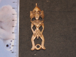 AMULETTE/PENDENTIF  EN OS - (1) - African Art
