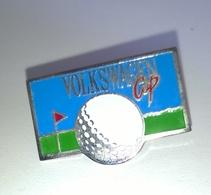 """PIN'S GOLF Et AUTOMOBILE """" VOLKSWAGEN CUP """" Modèle 2 - Golf"""