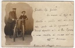 VECCHIA FOTO - OLD PHOTO - PERSONE IN BICICLETTA - BICYCLE  - Vedi Retro - Personnes Anonymes