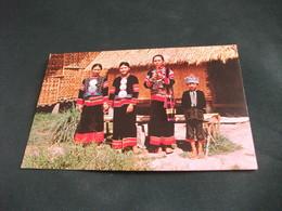 COSTUME COSTUMI COSTUMES TRACHTEN TRAJES LAHU WOMEN AND BOY SMOKING TRIBES OLD CHIENGMAI NORD THAILANDIA - Costumi