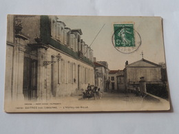 CPA 33 - GUITRES Près De LIBOURNE - L'Hôtel De Ville. Voiture Et Personnage. - France