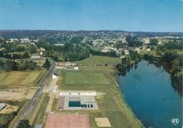 CONFOLENS - Vue D'ensemble Et La Vienne, La Piscine Et Le Terrain De Sport - Confolens