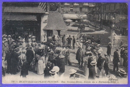 Carte Postale 14. Deauville La Plage Fleurie Rue Gontaut-Biron Entrée Du Normandy Hotel Très Beau Plan - Deauville