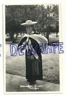 Equateur. Femme équatorienne. Indienne Otavalena. 1958. Gevaert. Timbres Au Verso - Equateur