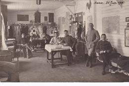 MILITARIA - GUERRE 1914-18 - POLOGNE - NEISSE - Une Carrée D'officiers Au Camp De Neisse Avec Le Lt Batlle En 1916 - Guerre 1914-18