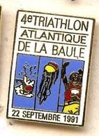AA112 Pin's 4 TRIATHLON LA BAULE 91 LOIRE Vélo Natation Course Qualité Egf Achat Immédiat - Biathlon