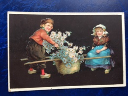 "Cpa --""Enfants Transportant Un Grand Panier De Fleurs""--(821) - Szenen & Landschaften"