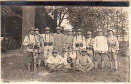 Cpa Carte Photo Soldats Grande Guerre Avec Fusils Mitrailleurs. - Krieg, Militär