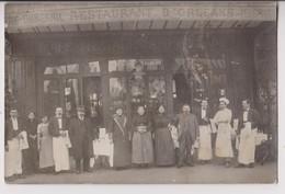 CARTE PHOTO : CAFE RESTAURANT D'ORLEANS - BIERE DUMESNIL - BEAUJOLAIS - GARCONS ET CUISINIERS - ECRITE 1913 -z R/V Z- - Cartes Postales