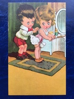"Cpa --""Garçon Aide Fillette Faisant Sa Toilette  ""--(856) - Szenen & Landschaften"