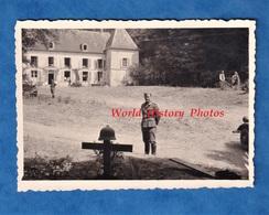 Photo Ancienne D'un Soldat Allemand - LOUPEIGNE ( Aisne ) - Tombe D'un Officier ? Prés Du Château - Occupation WW2 1940 - Guerre, Militaire