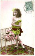Fillette, Portrait En Pied - Roses, Colorisation Assez Vive - Ritratti