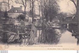 10 . Aube : Troyes  :  La Vanne Du Ponce Et Le Cours Jacquin . - Troyes