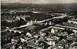 Cpsm Petit Format EN AVION SUR PARIS  (Pilote Operateur R Henrard) L'esplanade Des Invalides  Le Pont Alexandre III  Le - Frankrijk