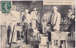 Loire : VEAUCHE : La Verrerie De Veauche - Gobeletiers ( Belle Animation En Atelier ) Attention Petite Déchirure H. D. - Frankreich