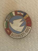 1960 Bella Spilla Smalti Colomba Della Pace Bucuresti Bandiere Grecia Italia Yugoslavia Bulgaria Ungheria Turchia - Pin's