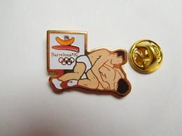 Beau Pin's , JO , Jeux Olympiques Barcelone 1992 , Lutte  , Signé COOB 1988 COJO 1992 - Lutte