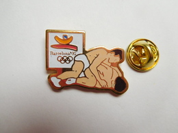 Beau Pin's , JO , Jeux Olympiques Barcelone 1992 , Lutte  , Signé COOB 1988 COJO 1992 - Wrestling