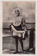 Cpa 85 Les Sables D'olonne , Une Jolie Sablaise Coquine - Bas Porte Jarretelles , Voyagée 1951 - Sables D'Olonne
