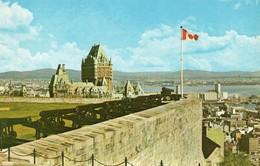 Québec La Citadelle Belle Vue De La Ville Canons Drapeau - Québec - La Citadelle