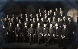 Carte Photo Originale Hommes Tenant Des Barres De Fer, Maîtrise Et Université Vers 1900 - Atelier Westfalia Münster - Professions