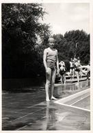 Photo Originale Piscine & Maillot De Bain Pour Jolie Adolescente Au Bonnet De Bain Vers 1950/60 - Pin-up