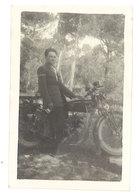 2 Petites Photos Moto à Identifier, Carry / Route Du Beausset 1927 - Automobiles