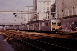 Photo Diapo Diapositive Slide Train Wagon Locomotive Rame Banlieue SNCF ZG 116 à Paris Nord Le 25/01/1992 VOIR ZOOM - Dias