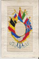 """CARTE BRODEE - MILITARIA. CPA  Brodée Drapeaux Des Pays Engagés Dans Le Conflit """"Souvenirs"""" - Embroidered"""
